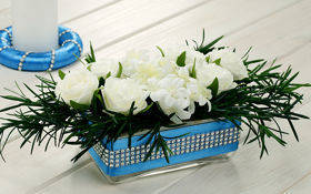 Arrangement sky-blue, glass flower pot 14/10/5.5 cm