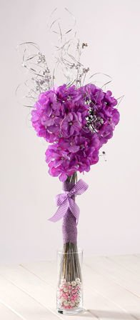 Bouquet of hydrangea in a glass vase with pearls