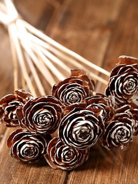 Cedar Roses with hand-painted edges, bunch: 12 pcs