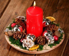 Christmas Arrangement 10021 on italian ceramic plate 22-24cm
