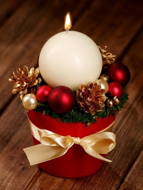 Christmas arrangement with candle ball