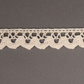 High quality cotton lace - natural color - creamy. Width 17mm, length 200 cm