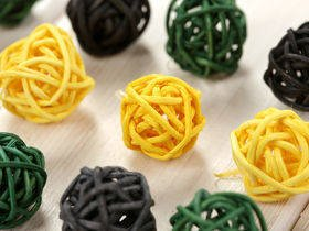 Rattan balls, diameter 2-3 cm, 12 pcs/pkg, yellow-green and purple