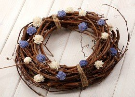 Vine wreath with sola flowers- white-blue