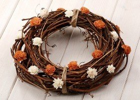 Vine wreath with sola flowers- white-brown