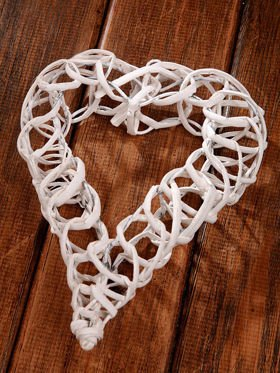 White wicker heart  3.5 x15 x 20 cm