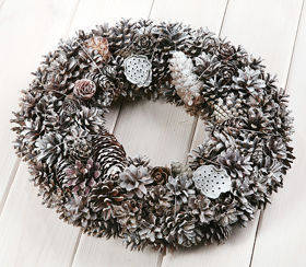 Wreath of cones- bleached 30cm