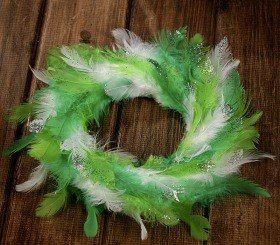 Wreath of feather green 20-25cm