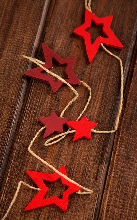 red&claret garland of 12 stars on string 180cm