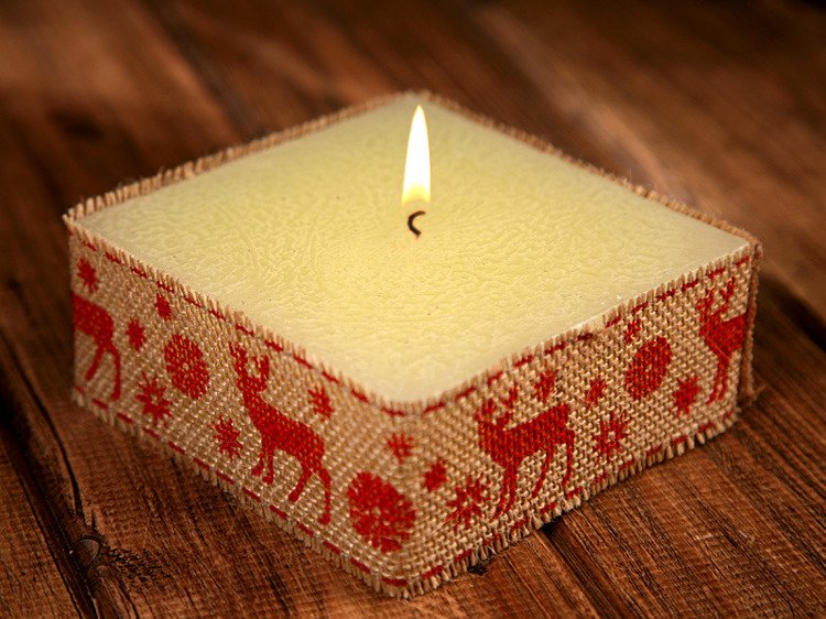 Rustic candle with jute- Red Reindeer 10x10cm