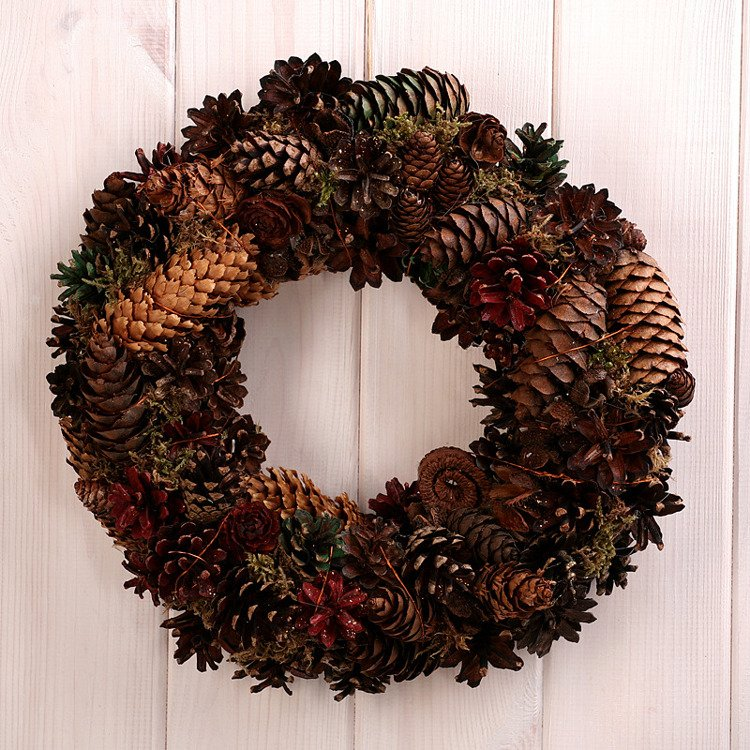 Wreath of cones ca. 30cm