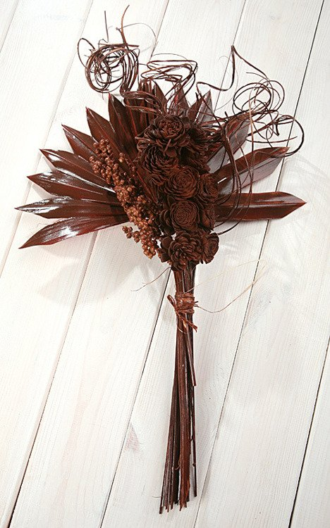 Arrangement of dried plants - brown