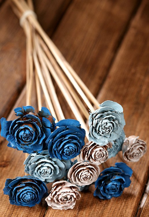 Bouquet of 12 Cedar Roses White-Blue
