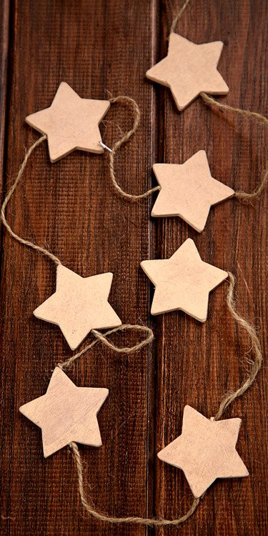 Garland of cream stars on string 4.5cm lenght 150cm