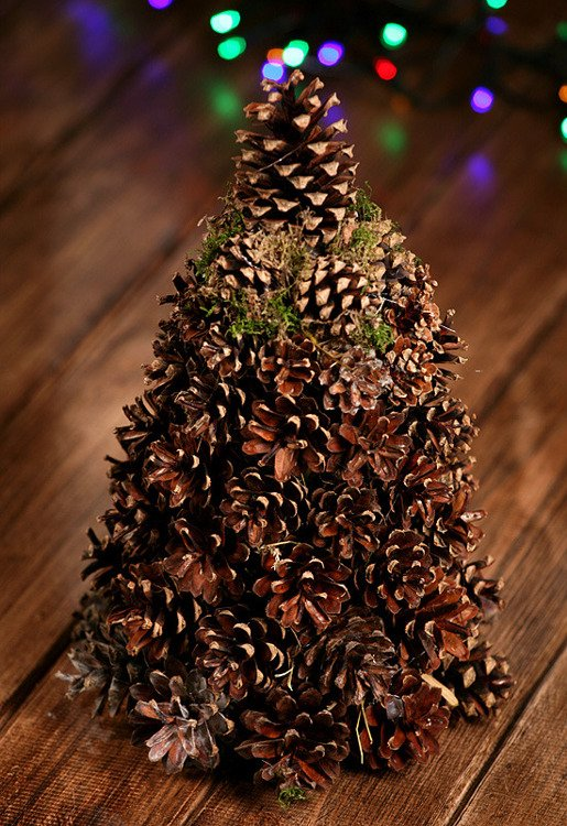 Natural cones holiday tree 25-30cm