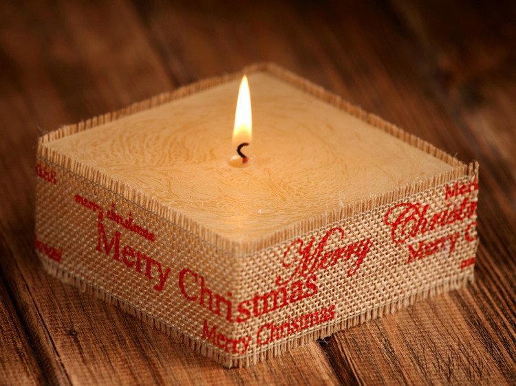 Rustic candle in jute- Red Merry Christmas 10cm x 10cm