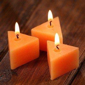 Świece  pomarańczowe trójkąty 12 szt/op