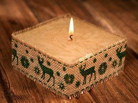 Rustic candle with jute-Green Reindeer 10x10cm
