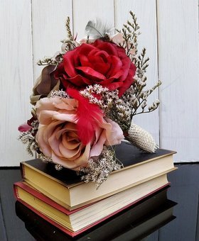 30 cm bouquet of roses and dried plants