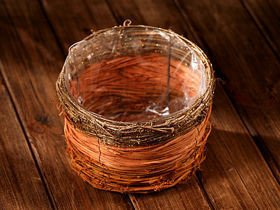 Basket of vine with glittered ending 20cm