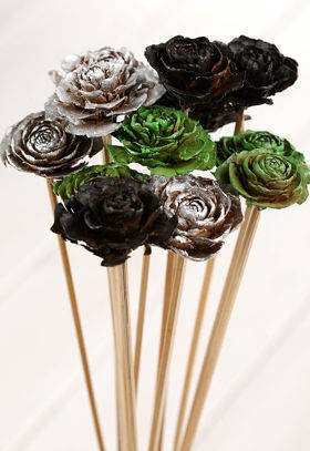 Bouquet of 6 Cedar Roses Green-Silver-Black