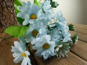 Bouquet of light blue daisies - about 24 flowers 40 cm