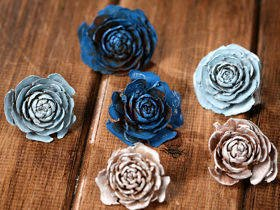 Cedar Wood Roses 6 pcs./pack heads blue,white