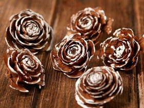 Cedar Wood Roses 6 pcs./pack  with hand painted edges