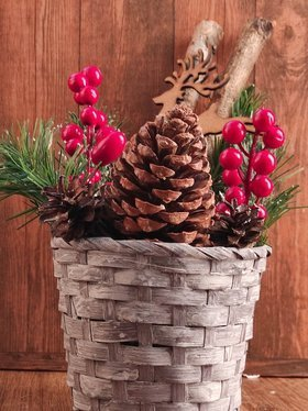Christmas rustic arrangement - Cones in a 12/32 cm whitewashed basket