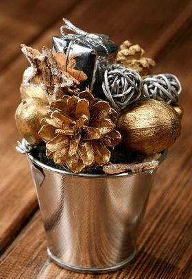 Christmas spray bucket of variety - gold