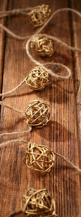 "Garland of rattan balls ""2cm"" 200cm gold"