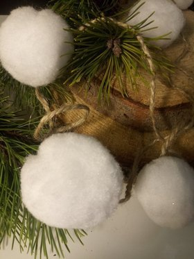 Garland of snowballs (5cm) -12 pcs -200cm