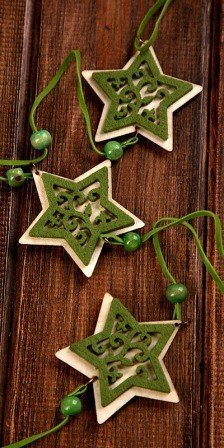 Green garland 6 stars with beads 180 cm