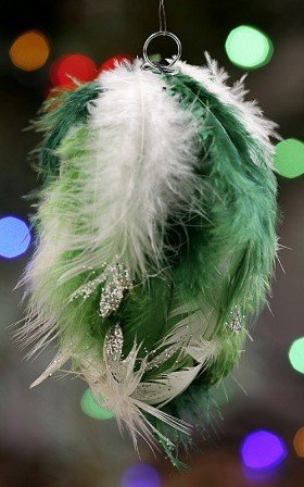 Hanger of feather, green, 12-14 cm