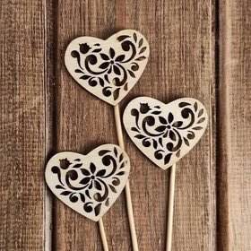 Openwork wooden hearts on a peak 3 pcs / pack
