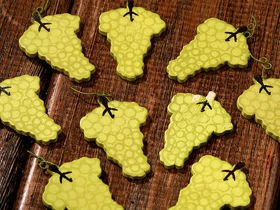 Self-adhesive grapes 3,5 cm 12 pcs/pkg