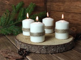 Set of 4 candles on a wooden slice