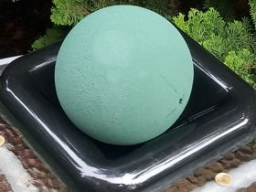 Sponge florist on the base Sponge wet floristic foam ball 14 cm