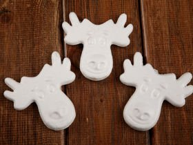Styrofoam bauble reindeer. The price of baubles is 6 pieces 8/8 cm