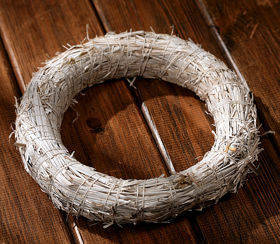 White Wreath 25cm