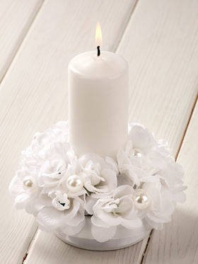 White composition with candle 15 / 15 cm