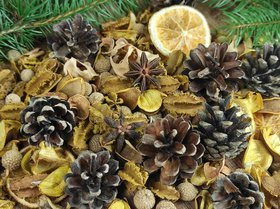 Winter potpourri with cinnamon, pine cones, anise