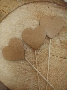 Wooden decoration. Natural hearts on the peak 4/20 cm 3 pcs.