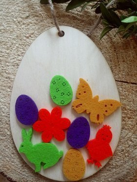 Wooden egg with felt decorations 15 cm