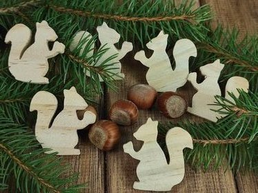 Wooden squirrels, 6 pcs / pack with nuts