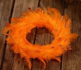 Wreath of feather orange 20-25cm