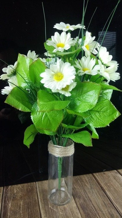 A bouquet of artificial daisy flowers - about 24 flowers 40 cm