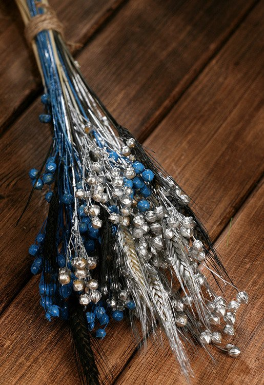A tuft of grass, grain and linum, ca. 40 cm, silver-blue-black
