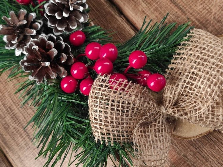 Christmas wreath, slices of natural wood, winter decoration 30-35 cm