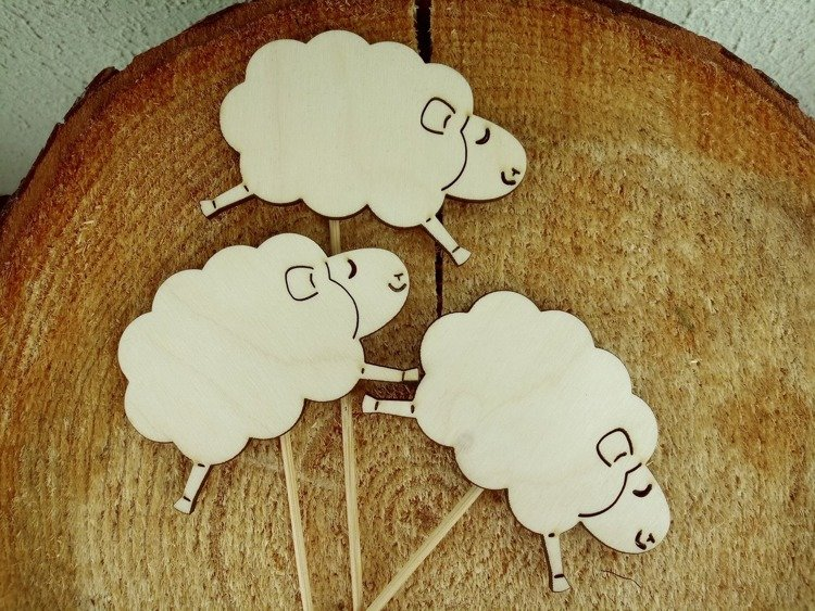 Wooden lambs on the peak 8/20 cm 3 pcs